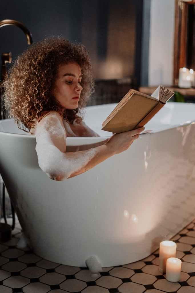 Frau in der Badewanne - Steigerung der Libido bei Frauen
