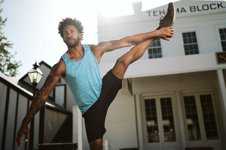 Yoga-Übung für Männer - Mann macht Yoga